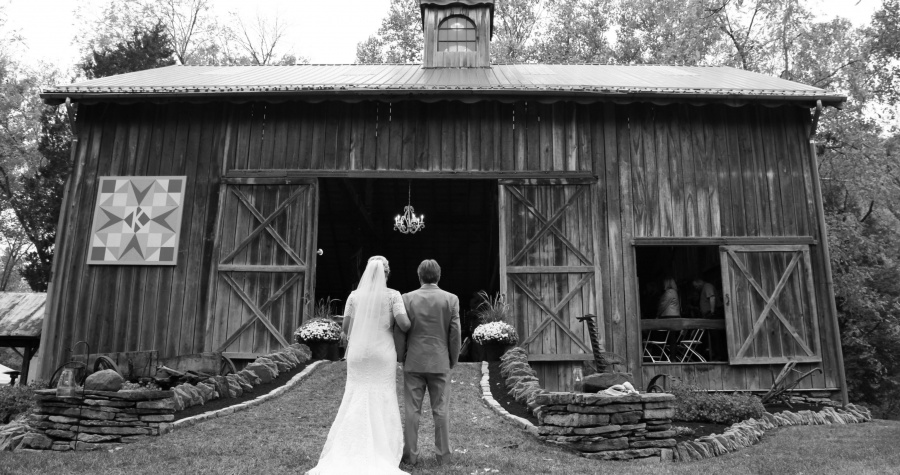 Weddings In A Barn